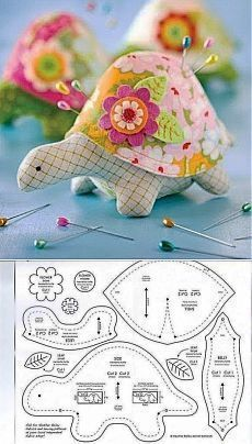 Turtle Pincushion Schnittmuster Turtle Pincushion S … - Stofftiere Sewing Toys, Sewing Crafts, Sewing Projects, Sewing Ideas, Free Sewing, Sewing Hacks, Sewing Tutorials, Felt Crafts, Fabric Crafts