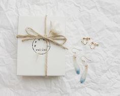 cui-cui ギフト 生花アクセサリーのガーベラピアス 淡いブルーのグラデーション