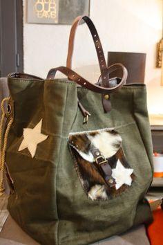 Marielle PACCARD Marie CHAVARIN: le RETOUR ... les sacs made in MARSEILLE Jean Purses, Purses And Bags, My Bags, Diy Handbag, Bolsas Jeans, Basket Bag, Denim Bag, Zipper Bags, Diy Sac