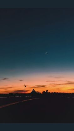 - Photography, Landscape photography, Photography tips Pretty Sky, Beautiful Sky, Beautiful Landscapes, Beautiful Pictures, Sunset Wallpaper, Tumblr Wallpaper, Wallpaper Backgrounds, Fall Wallpaper, Iphone Backgrounds