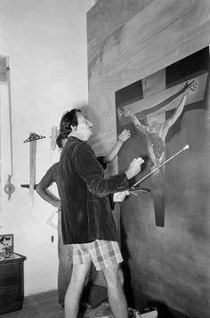Las imágenes de la exposición muestran un Dalí cercano, centrado en su trabajo y en su vida personal © Ricardo Sans