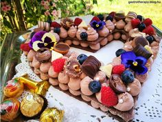 Gingerbread Cookies, Tart, Deserts, Food And Drink, Cream, Gingerbread Cupcakes, Creme Caramel, Pie, Tarts