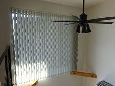 インスタ映えする「ひょうたんバーチ」 | カーテン屋の奮闘記・イッキに書いても日記 Room Planning, New Room, Glass Design, Ceiling Fan, Window Treatments, Windows, Curtains, Home Decor, Navy