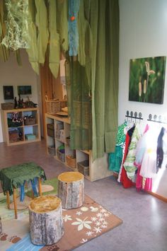Magical dramatic play space at Fantasifantasten ≈≈ http://www.pinterest.com/kinderooacademy/provocations-inspiring-classrooms/