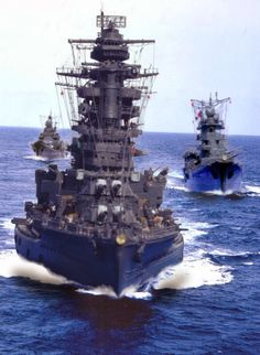 IJN battleship Nagato with light cruiser (left) and heavy cruiser (right) during World War II Colorized History, Uss Texas, Heavy Cruiser, Imperial Japanese Navy, Naval History, Military Pictures, Navy Ships, Submarines, Military Art