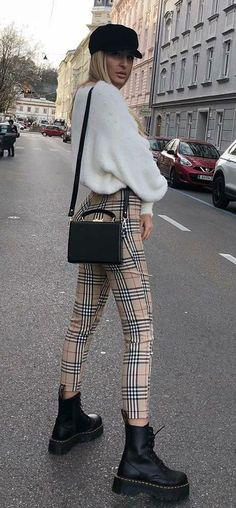 it-girl - tricot-calça-xadrez-coturno - tricot - inverno - street style - Mode Und Frauen Fashion Mode, New Fashion Trends, Fashion 2018, Look Fashion, Street Fashion, Winter Fashion, Girl Fashion, Fashion Outfits, Womens Fashion