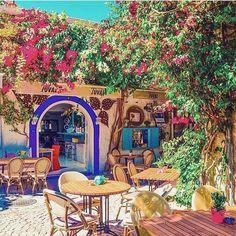 Şu görüntüleri özledik galiba.. Görüntü Ege'nin sevimli beldesi #alaçatı #izmir'den.. Kalın! @evbharat hotel, sizi huzur ve mutluluk enerjisi ile karşılasın.  @izkiz  ☎ 0232-7160458  www.kucukoteller.com.tr/ev-bharat-otel #kucukotellerevbharat
