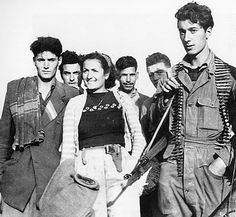 #25aprile Italian Campaign, Italian Women, Women In History, World War Two, Cool Photos, Amazing Photos, Wwii, Guys, Man Caves