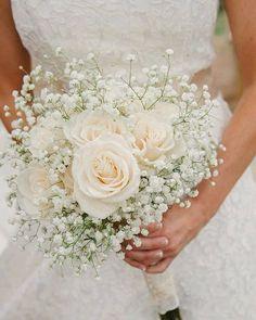 Um ramo perfeito para uma noiva clássica! #casamentos #casamentospt #wedding #casamento