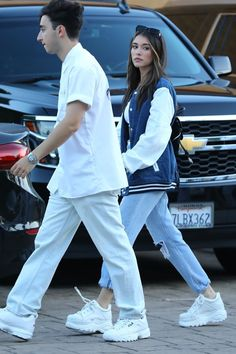 Madison Beer wearing Chrome Hearts Drawstring Suede Dagger Flap Bag and Buffalo Classic Low-Top Platform Sneakers Estilo Madison Beer, Madison Beer Style, Madison Beer Outfits, Platform Sneakers Outfit, Sneakers Outfit Summer, Sneakers Fashion, Beer For Hair, Maddison Beer, Buffalo Shoes