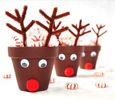 35 Adorable Christmas Craft Ideas That Bring The Holiday Spirit Into Your House Christmas Gift Themes, Cork Christmas Trees, Grinch Christmas Decorations, Christmas Gifts For Parents, Diy Christmas Lights, Christmas Craft Projects, Christmas Crafts For Kids To Make, Christmas Crafts For Gifts, Christmas Gift Wrapping