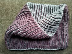 Cuello reversible en punto inglés a dos colores / Reversible Cowl in Fisherman's Rib Stitch with two colors Skirt Idea. Knitting Stiches, Loom Knitting, Baby Knitting, Knitting Patterns, Crochet Patterns, Crochet Shawl, Knit Crochet, Double Knitting, Crochet Projects