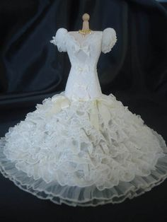 Gorgeous lace weddinggown 1/12th scale.