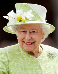 Queen Elizabeth II smiles as she meets well wishers on a walk about around Windsor on her Birthday on April 2016 in Windsor, England. (Photo by Samir Hussein/WireImage) Queen Birthday, 90th Birthday, Fascinator, God Save The Queen, Royal News, Prinz Philip, Die Queen, Queen Hat, Queen Of England
