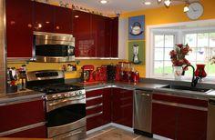 Yellow Kitchen Walls With Oak Cabinets Kitchen.