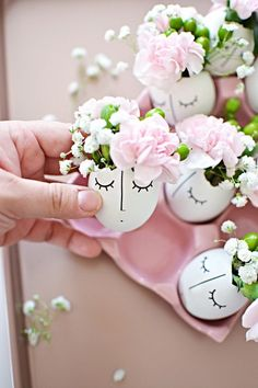 Table decoration Easter - 40 Easter table Decorating ideas for every taste - Osterdeko - Ostern – originelle Bastelideen und Osterdeko - Creative Crafts, Diy Crafts, Easter Table Decorations, Shell Decorations, Easter Decor, Easter Centerpiece, Spring Decorations, Egg Decorating, Egg Shells