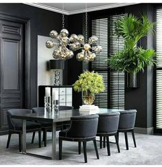 Get inspired by these dining room decor ideas! From dining room furniture ideas, dining room lighting inspirations and the best dining room decor inspirations, you'll find everything here! Luxury Dining Tables, Luxury Dining Room, Dining Table Design, Modern Dining Table, Dining Room Lighting, Outdoor Dining, Black Dining Room Table, Wood Table, Elegant Dining