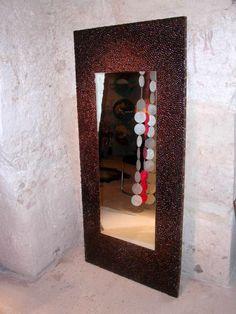Specchio con decorazione a mosaico utilizzando chicchi di caffè http://caffeforum.it/parliamo-di-caffe/arte-e-caffe-chicchi-di-caffe-mosaico-di-paola-di-serio-t1023.html