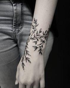 50 auffällige Löwentattoos, die Lust auf Tinte machen – die besten DIY-Tattoo-Ideen Inkspiration – diy tattoo image – tattoo tatuagem 50 eye-catching lion tattoos that make you want to ink the best DIY tattoo ideas inspiration diy tattoo image Diy Tattoo, Fern Tattoo, Branch Tattoo, Male Tattoo, Plant Tattoo, Floral Tattoos, Floral Tattoo Design, Dragonfly Tattoo, Piercing Tattoo
