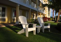 Sunshine Suites Resort offers the best in affordable boutique lodging. We're a short walk from the sparkling ocean waters and white sand of Grand Cayman's famous Seven Mile Beach. Enjoy the convenience of our prime location next to the Ritz Carlton, down the road from the 18-hole North Sound Golf Course and near dozens of shops and restaurants. Our amenities include free continental breakfast and wireless internet..cayman hotels, cayman resorts, grand cayman hotels, grand cayman resorts,