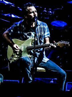 Vedder | Pearl Jam 11/24/13 LA Sports Arena