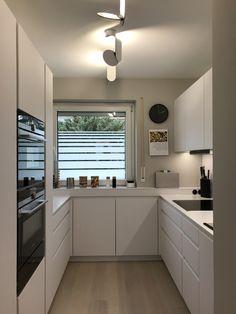 lange küche New Ideas Small Kitchen Remodel Ideas Küche lange Contemporary Kitchen Interior, Interior Design Kitchen, Contemporary Houses, Contemporary Bedroom, Modern Bedroom, Elegant Kitchens, Cool Kitchens, Grey Kitchens, Small Kitchens