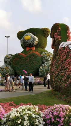 Dubai Miracle Garden - All About Topiary Garden, Garden Art, Garden Design, Topiaries, Beautiful Gif, Beautiful Places, Beautiful Friend, Amazing Gardens, Beautiful Gardens
