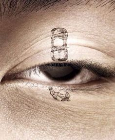 졸음 방지 포스터인데 단순히 눈위에 그림을 그린건데 임팩트가 강하다