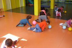 Ecole maternelle Raymond Logeais - Saint Gratien (95) - Jeux de ballons en salle de motricité