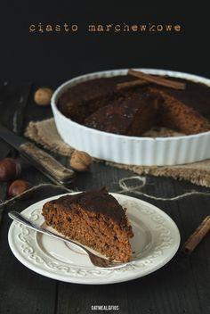 wegańskie ciasto marchewkowe z daktylami i polewą cynamonową bez cukru