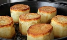 I like potatoes so much and I can't get enough of them – in fact, they are one of my superhero foods. With them, you can come up with appetizers, garnishes sides and even a decent meal. It is now time you added roasted fondant potatoes to your long list of potato recipes. These fondants …