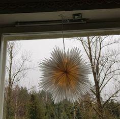 VillaTuta: Lumihiutale valoilla Dandelion, Chandelier, Ceiling Lights, Flowers, Plants, Christmas, Home Decor, Xmas, Candelabra