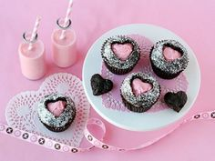Get ready for love at first bite with these cute and delicious Valentines Day Cupcakes! Super Cute Valentines Day Cupcakes Below we've rounded up Cupcakes Au Cholocat, Heart Cupcakes, Brownie Cupcakes, Chocolate Cupcakes, Cupcake Cakes, Filled Cupcakes, Rose Cupcake, Sweet Cupcakes, Chocolate Desserts