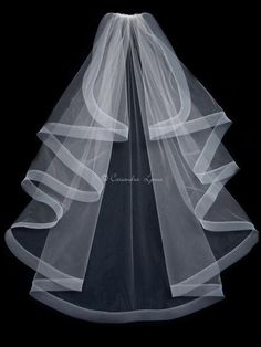 For a full and flowing bridal look, choose this horsehair trimmed wedding veil! This veil is a waterfall cut veil that is 50 inches long trimmed with synthetic