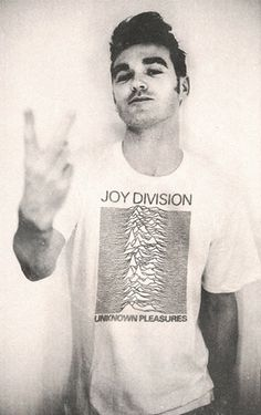 The Smiths' Morrissey in a Joy Division t-shirt while adopting a fairly traditional Morrissey pose…. Rock Indé, Pop Rock, Rock And Roll, Joy Division, Music Love, Music Is Life, My Music, Will Smith, Paul Banks