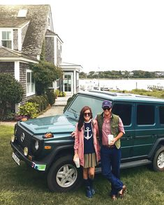 CAN YOU IMAGINE A PIC WITH YOU AND YOUR BOYFRIEND IN FRONT OF A JEEP IN FRONT OF THAT HOUSE