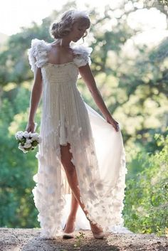 Weddbook ♥ Unique fairy wedding dress for dream wedding. Stunning and elegant wedding dress. sparkle floral fairy