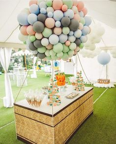 Incredible hot air balloon desert table made from latex balloons 🎈 Yet another AMAZING soft colour combo for a girl or boy! Be inspired! Balloon Decorations, Birthday Party Decorations, Baby Shower Decorations, Birthday Parties, Balloon Ideas, Balloon Display, Balloon Centerpieces, Party Themes, Wedding Balloons