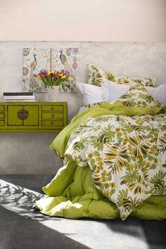 Si te gustaría tener este regalo para tu mamá síguenos, comenta y comparte esta foto. Regalo: cubrecama en tonos verdes y 2 cuadros Natura.