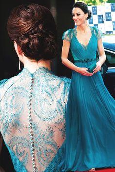 Royalty Daily, Best of 2012-Duchess of Cambridge wearing a Jeremy Packham in May - Adoro este vestido, o modelo, a cor e a delicadeza das costas. Se é que é possível, ela ficou mais bonita ainda, nesta roupa.