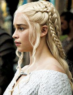 Game of Thrones Emilia Clarke - Лентач Emilia Clarke Daenerys Targaryen, Game Of Throne Daenerys, Clarke Game Of Thrones, Braided Hairstyles, Wedding Hairstyles, World Hair, Game Of Thrones Costumes, Mother Of Dragons, Star Wars