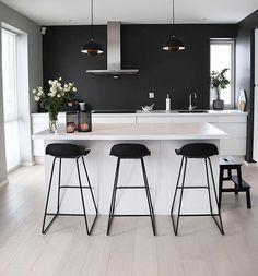 Det nydelig hjemme til er absolutt verdt en tur innom Kitchen Room Design, Modern Kitchen Design, Home Decor Kitchen, Interior Design Kitchen, Modern Interior, Home Kitchens, Home Decor Inspiration, Design Inspiration, Interior Design Living Room