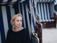 Elsa, Der Tot, Men And Dogs, Historical Fiction Novels, Young Women, Guys, Jelsa
