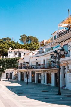 Planning a trip to Mijas Pueblo? It's one of the prettiest 'Pueblos Blancos' in Andalusia and it certainly won't leave you dissapointed. Here are my tips for the 10 Best Things to do in Mijas, collected over my numerous visits to the village (can you tell I love the place?). © thevivalavita.com