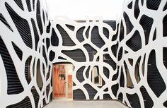 ażurowa ściana
