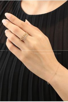 Shop this vintage stackable diamond and gold ring. These rings are perfect for everyday use #engagementring #weddingband #weddingjewelry #stylishring #stackingring