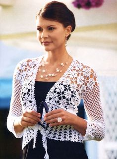 Open it aditi for much more. Stylish Easy Crochet: Crochet Bolero Pattern - Stylish And Easy Bolero For Women Crochet Bolero Pattern, Crochet Motifs, Crochet Cardigan, Crochet Patterns, Cardigan Pattern, Shrug Pattern, Top Pattern, Crochet Shrugs, Free Pattern