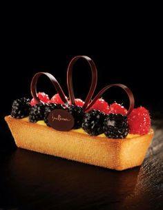 Fruit tart by Iginio Massari Cold Desserts, Sweet Desserts, Chocolate Desserts, Easy Desserts, Delicious Desserts, Dessert Recipes, Pastry Art, Pastry And Bakery, French Patisserie