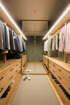 9 Times Designers Used Mirror Ingeniously Wardrobe Design Bedroom, Bedroom Closet Design, Master Bedroom Closet, Bedroom Wardrobe, Home Room Design, Hotel Bedroom Design, Walking Closet, Closet Renovation, Closet Remodel