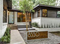 mediterranean homes exterior modern Exterior House Colors, Exterior Paint, Exterior Design, Exterior Homes, Door Design, Home Exterior Makeover, Exterior Remodel, Modern Ranch, Mid-century Modern